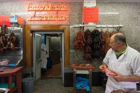 leandro's sausage place porto picture