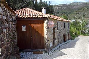 casa do zé sapateiro, the house of the shoemaker,